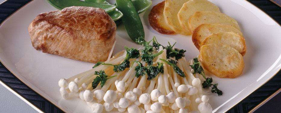 Enoki-svampe med smørstegt persille
