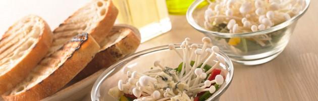 Spinatsalat med Enoki svampe