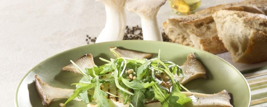 Stegte Kejserhatte med selleritoast og Mizuna salat