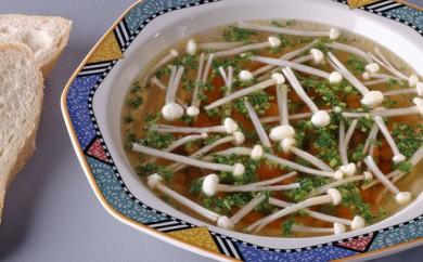 Suppe med Enoki-svampe